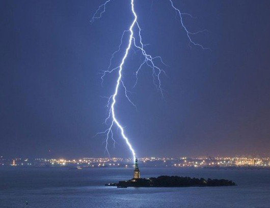 lightning strikes statue of liberty